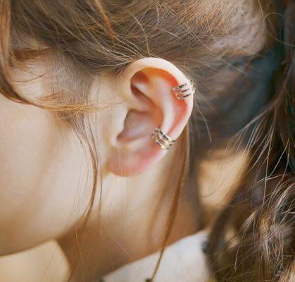 Cách chọn khuyên tai phù hợp với khuôn mặt và kiểu tóc