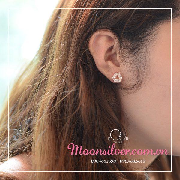 Bông tai kẹp vành đã thu hút phụ nữ ngay từ cái nhìn đầu tiên