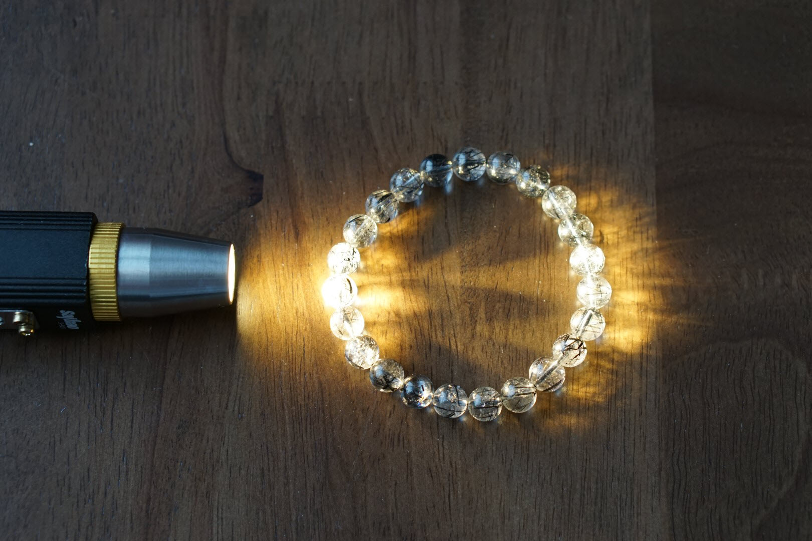 Đèn soi đá quý – tích hợp thước đo