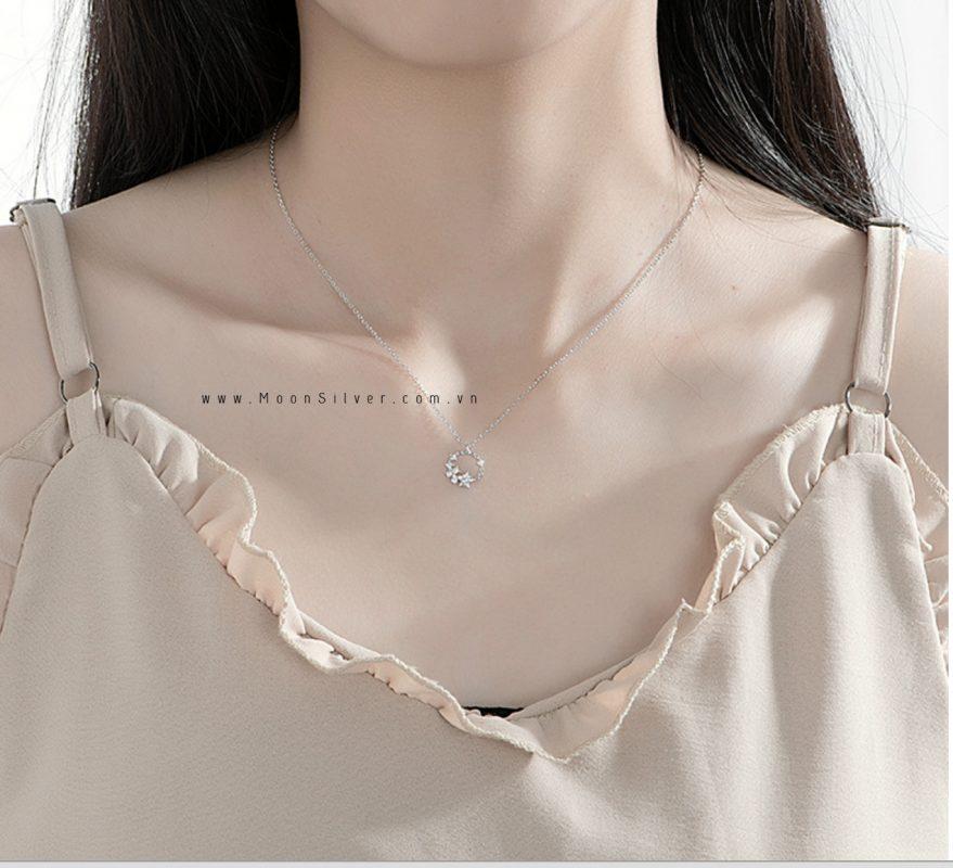 Thời trang với trang sức bạc trắng